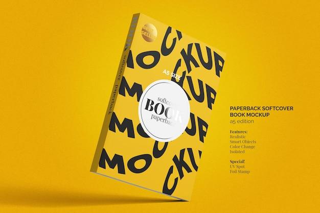 Mockup di libro in brossura copertina morbida vista dall'alto
