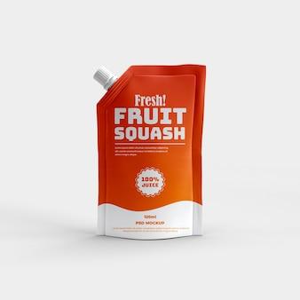 Sacchetto per beccuccio bevanda sportiva sana e mockup di confezionamento in lamina opaca di succo