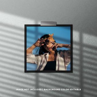 Mockup di cornice per foto in carta nera quadrata con sovrapposizione di ombre