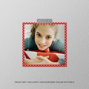 Mockup di foto con cornice di carta quadrata