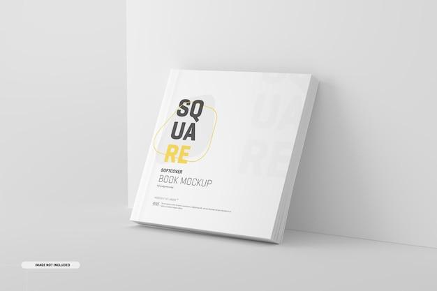 Mockup di libro con copertina morbida quadrata