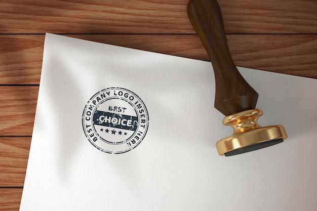 Timbro su modello di mockup di carta bianca