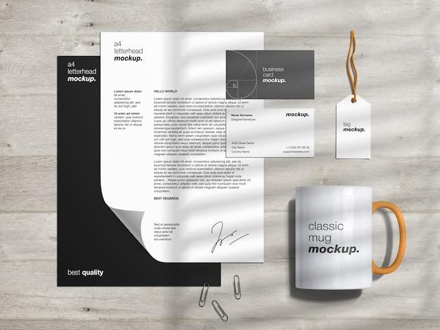 Modello di mockup di identità del marchio di cancelleria e creatore di scene con carta intestata, biglietti da visita, etichetta e tazza classica