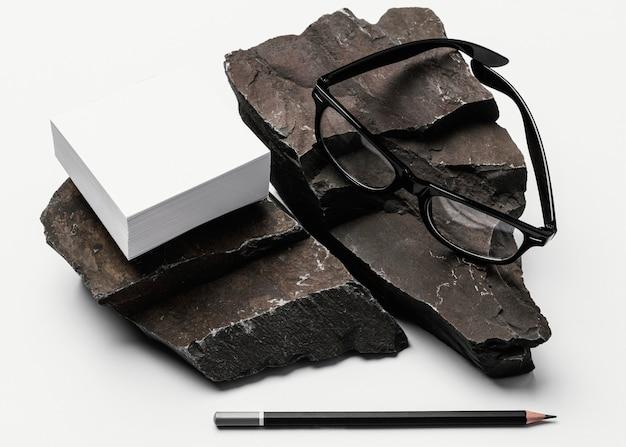 Modello di cancelleria con pietra scura