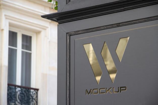 Logo della vetrina all'angolo della strada mockup