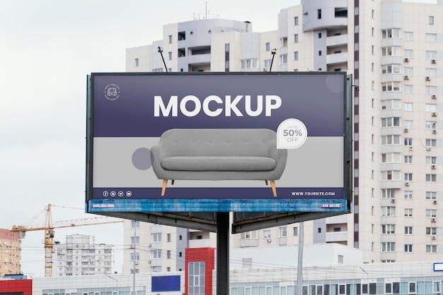 Mock-up di cartelloni pubblicitari stradali all'aperto