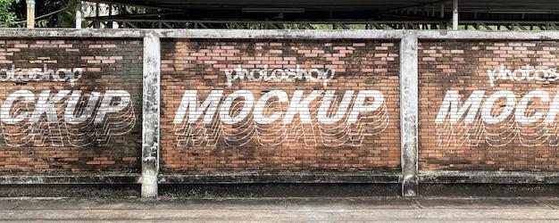 Mockup di muro di mattoni di grunge di strada realistico