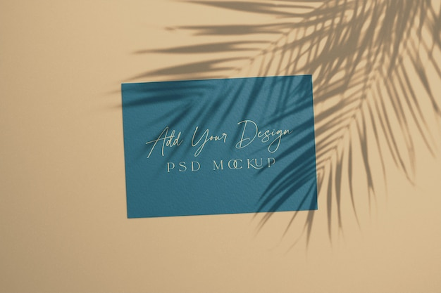 Summer card con foglie di palma ombra sovrapposta