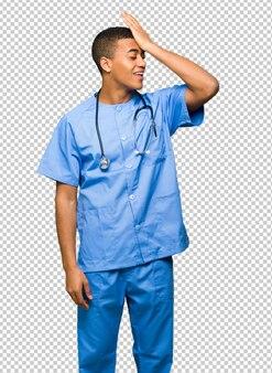 Il dottore del chirurgo ha appena realizzato qualcosa e ha intenzione di risolverlo