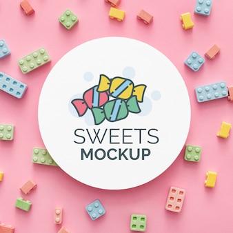 Disposizione di caramelle dolci con mock-up