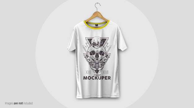 T-shirt sul mockup appendiabiti