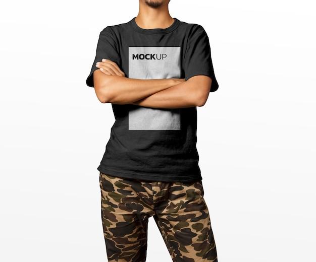 T-shirt uomo modello mockup