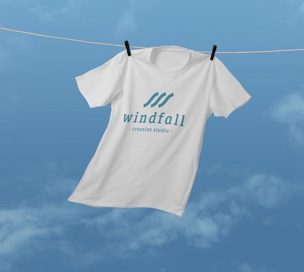 Design mockup di t-shirt