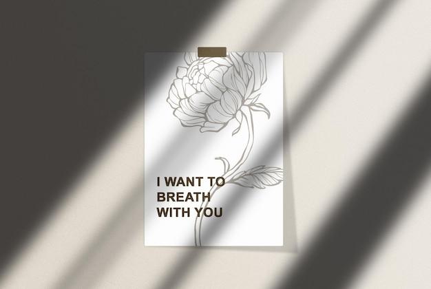 Poster mockup con nastro adesivo