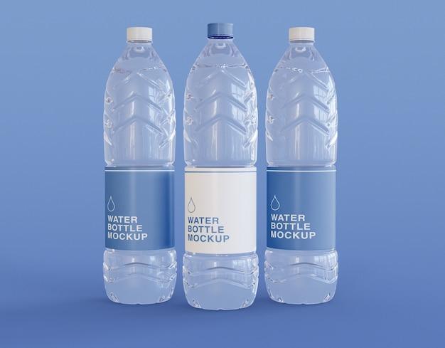 Tre bottiglie di acqua in plastica mockup