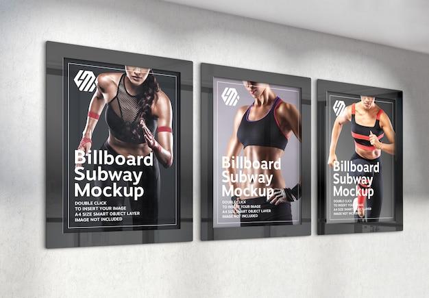 Tre cartelloni pubblicitari verticali appesi al muro dell'ufficio mockup