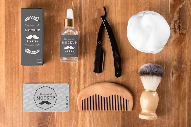 Vista dall'alto di prodotti da barbiere con pettine