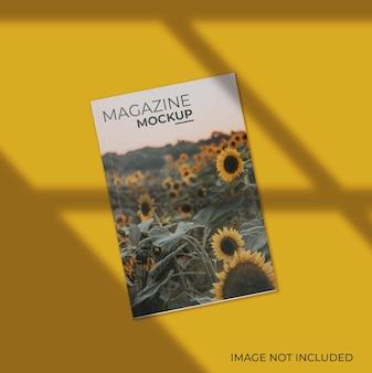 Mockup di copertina di una rivista vista dall'alto