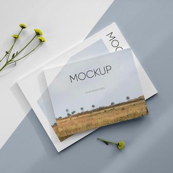 Mockup di riviste e piante con vista dall'alto