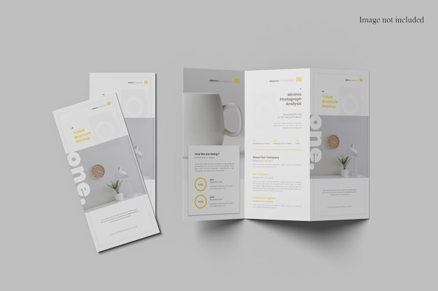Mockup di brochure a tre ante con vista dall'alto minimalista