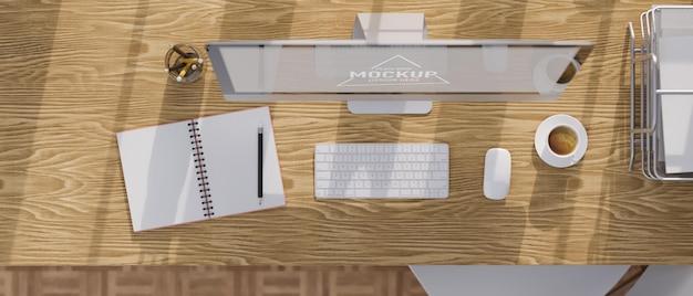 Vista dall'alto del tavolo da studio in legno con computer desktop, taccuino, cancelleria e vassoio per carta da ufficio, rendering 3d, illustrazione 3d