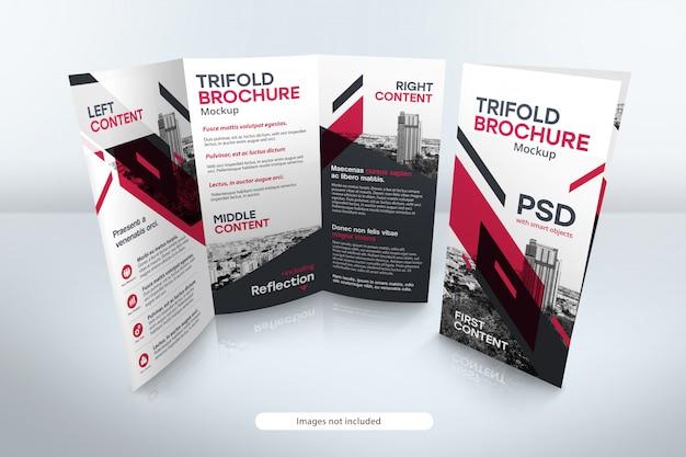 Brochure a tre ante mockup con riflessione