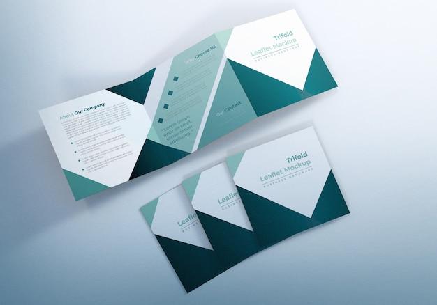 Mockup di brochure quadrate a tre ante