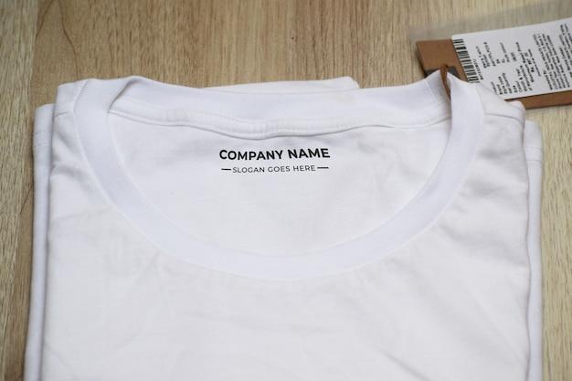 Mockup di etichetta tshirt