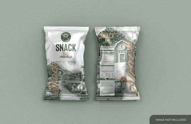 Mockup di due sacchetti metallici per snack