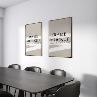 Mockup di due fotogrammi poster in interni moderni