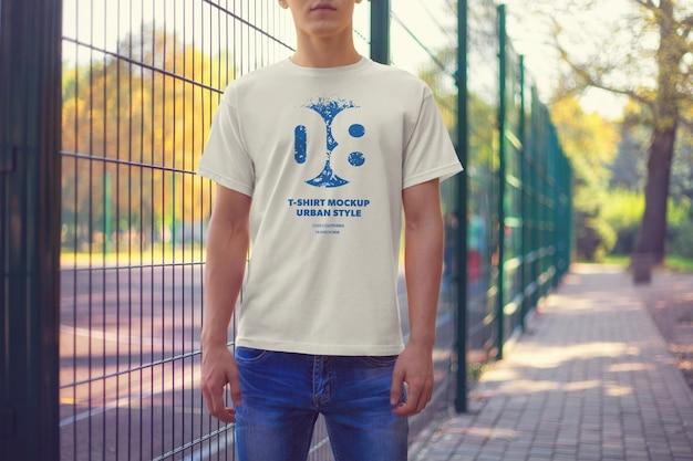 T-shirt uomo urban mockups