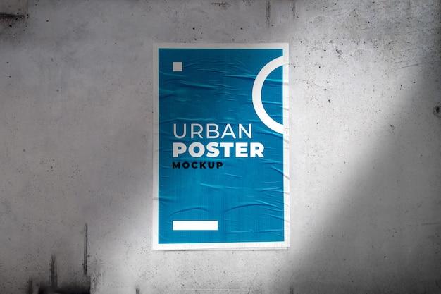 Mockup di poster urbano