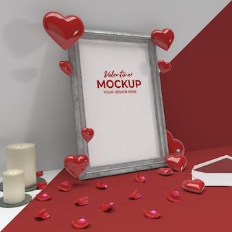 Cornice in ceramica con foto romantica di san valentino 3d con mockup di ornamento di cuore di posta di candela