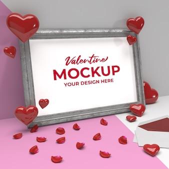 Mockup di cornice romantica di san valentino con cuore e petali su cornice d'argento