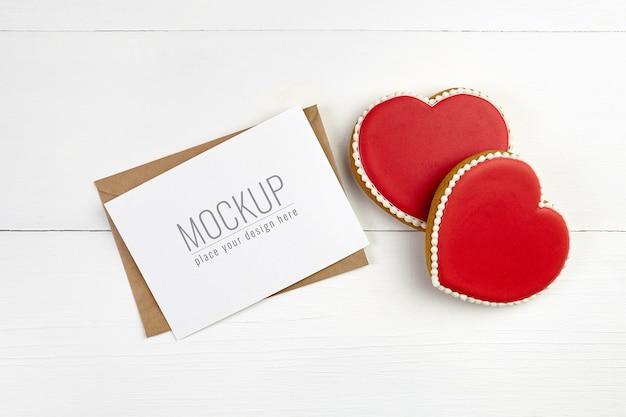 Mockup di carta di san valentino con biscotti cuori dolci