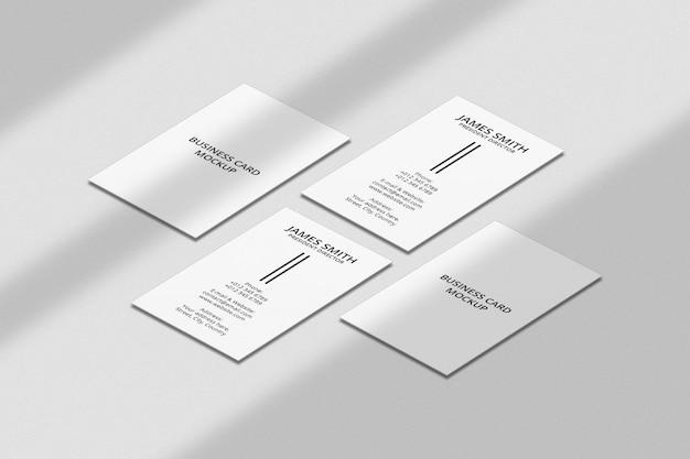Modello di biglietto da visita verticale con sovrapposizione di ombre