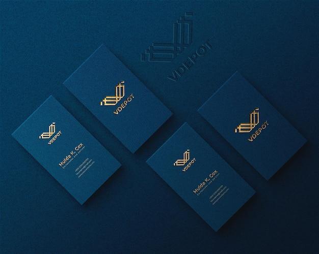 Modello di logo di lusso verticale sul biglietto da visita