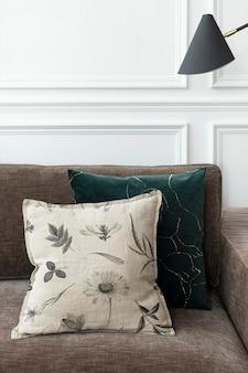 Federa per cuscino vintage in cotone mockup psd nel concetto di vita con motivo floreale artistico