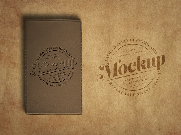 Mockup di logo vintage o retrò su carta ruvida vecchia e diario di schiuma