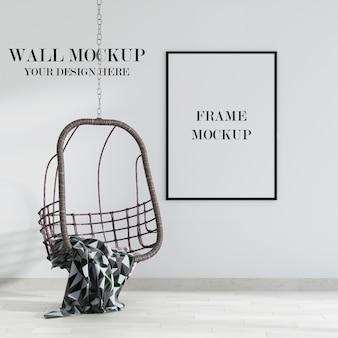 Mockup di parete e telaio con sedia a dondolo all'interno