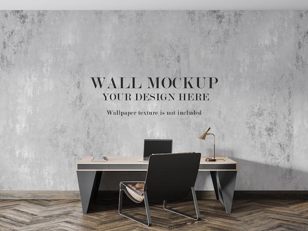 Mockup da parete dietro una grande scrivania con lampada