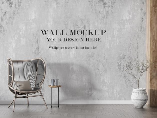 Mockup a parete dietro la sedia in rattan