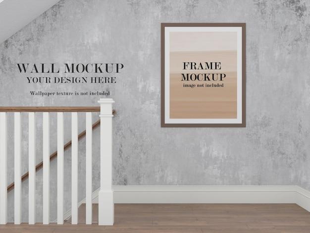 Mockup di cornice per parete e foto nel corridoio
