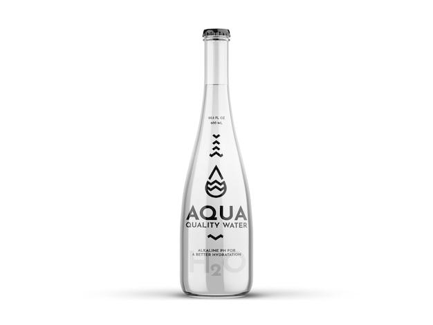 Bottiglia di vetro dell'acqua mockup