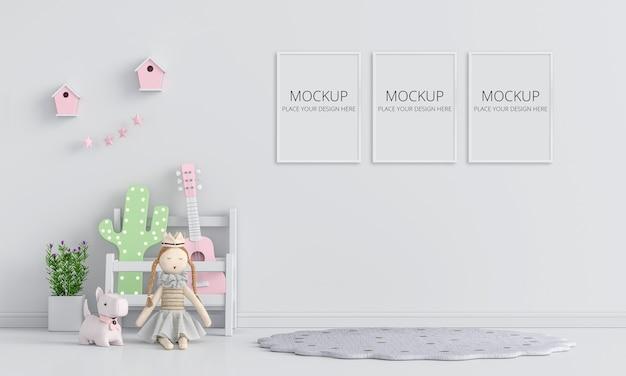 Interno bianco della stanza del bambino con il mockup del telaio