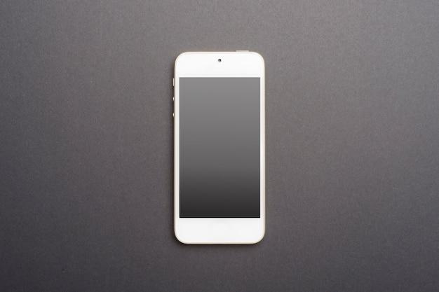 Modello bianco dello smart phone sul nero
