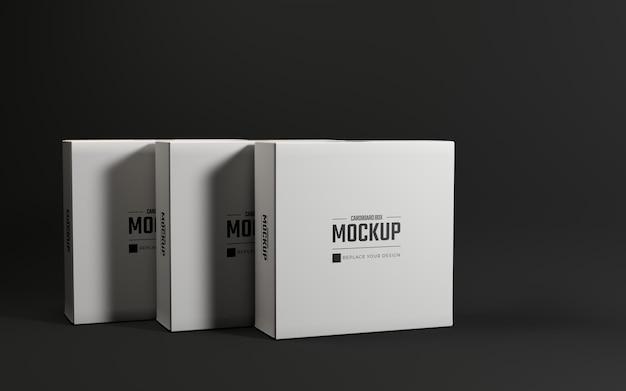 Modello di progettazione mockup di scatole di cartone quadrate bianche con sfondo scuro
