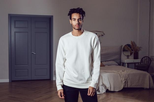 Mockup di t-shirt bianca