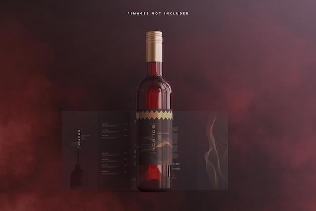 Bottiglia di vino con brochure o mockup di menu
