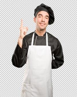 Vincitore giovane chef posa